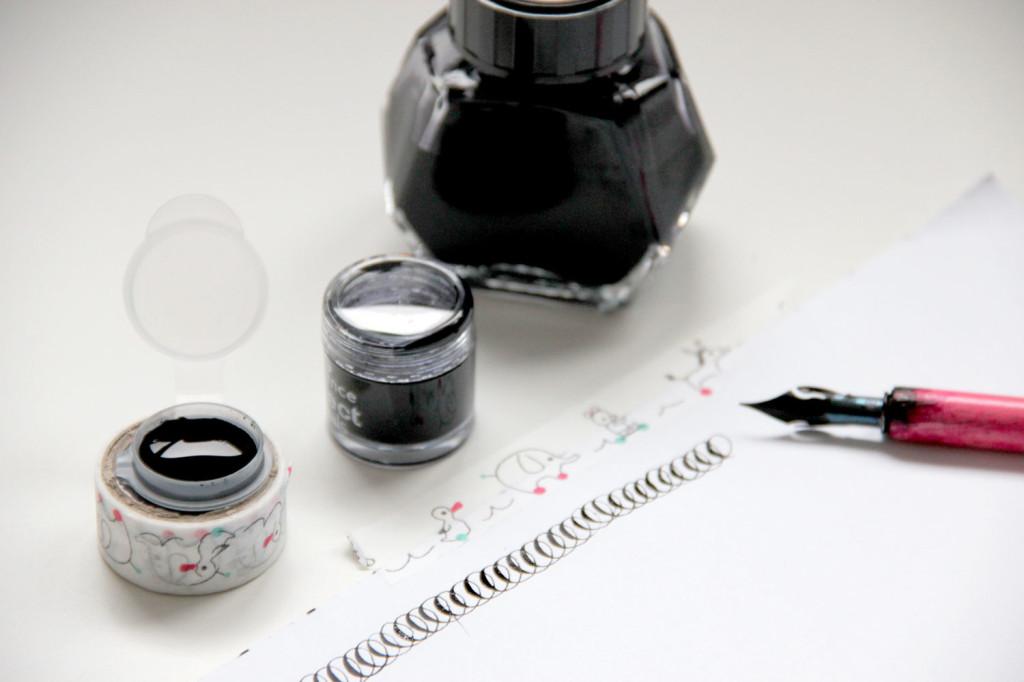 vasetti-inchiostro-e-nastro-carta